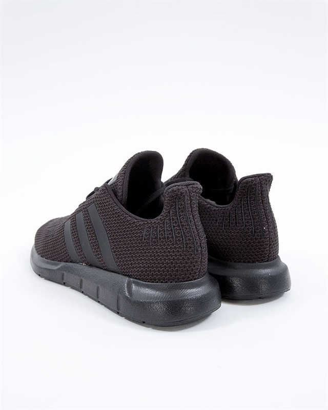 Skor adidas Swift Run J F34314 CblackCblackCblack