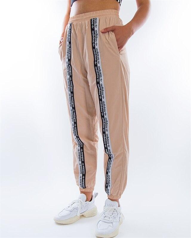 nyanlända plockade upp hela samlingen adidas Originals Track Pants | ED7423 | Pink | Kläder | Footish