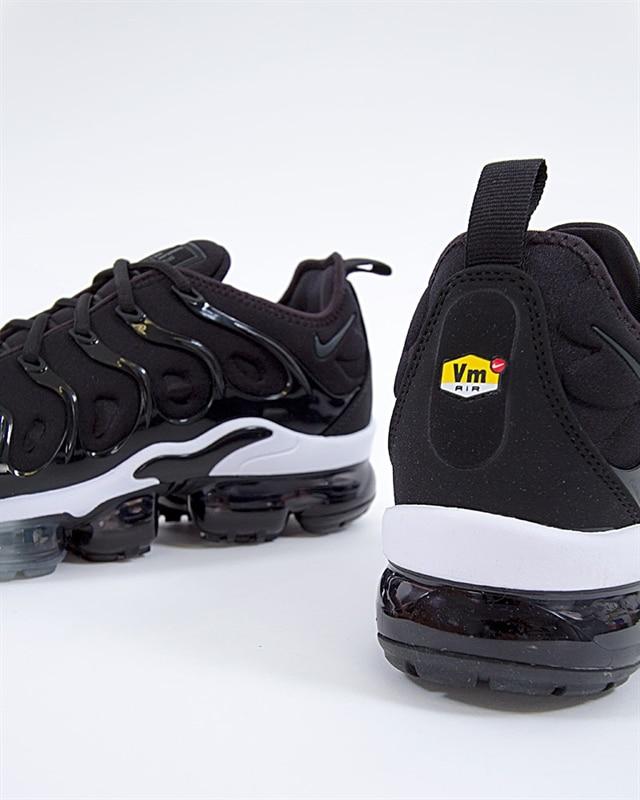 ef4e2a3095462 Nike Air Vapormax Plus (924453-010). 1
