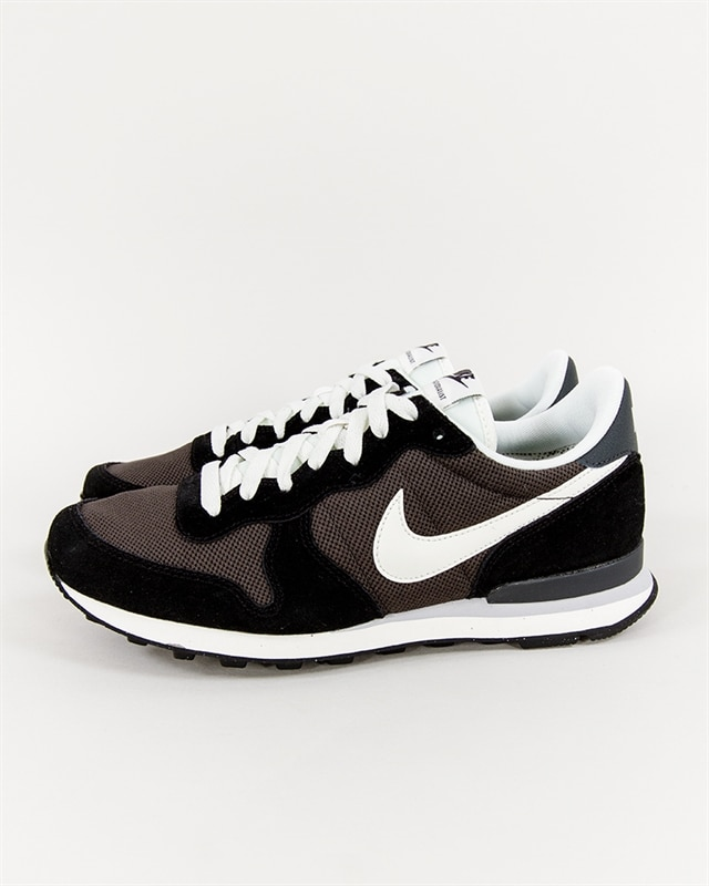 nike-internationalist-828041-201-1