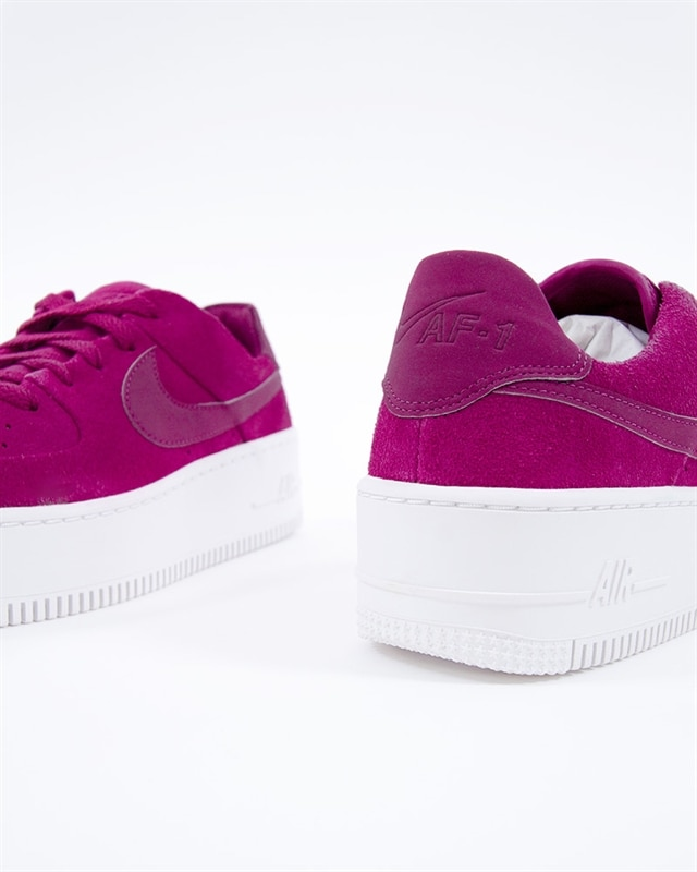 huge discount a0933 0c035 Nike Wmns Air Force 1 Sage Low   AR5339-600   Röd   Sneakers   Skor ...