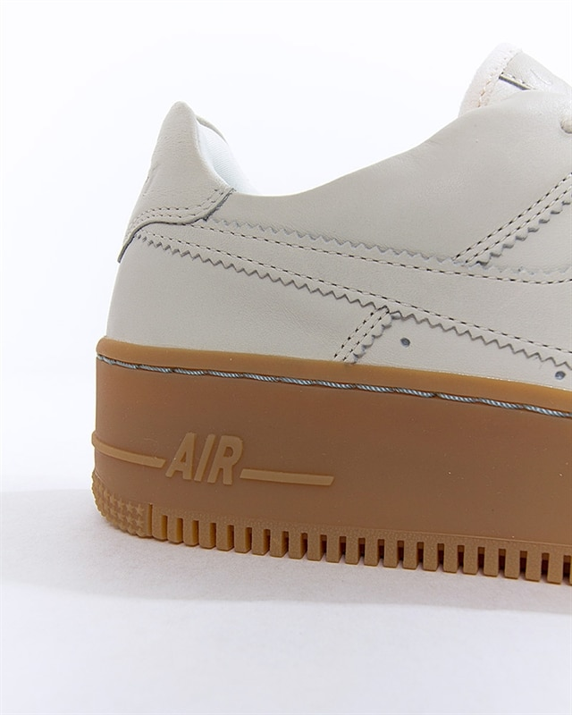 Nike Wmns Air Force 1 Sage Low LX