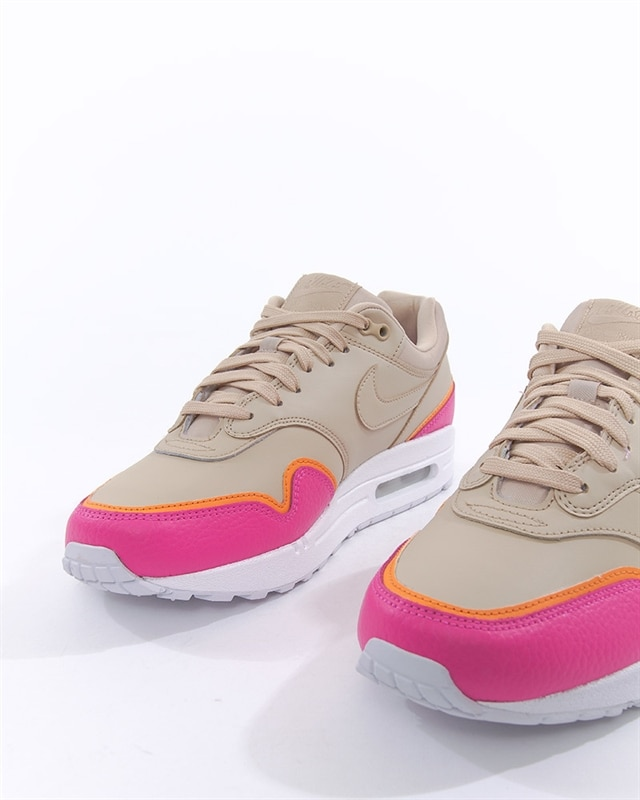 the latest ad880 1703f Nike Wmns Air Max 1 SE Overbranded (881101-202). 1