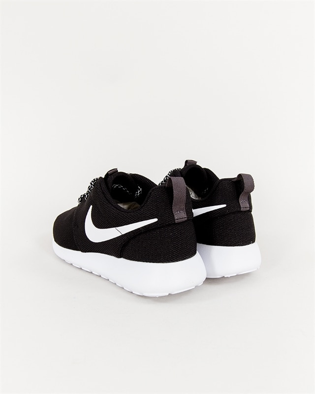 f77d029882d26 Nike Wmns Roshe One - 844994-002 - Footish  If you´re into sneakers