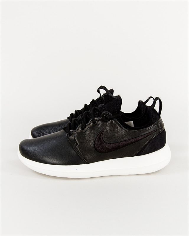 fdf9cec9ce1e9 nike wmns roshe two 844931 100 if you´re into sneakers finns på ...