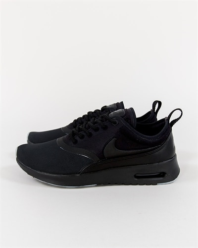 svarta nike sneakers