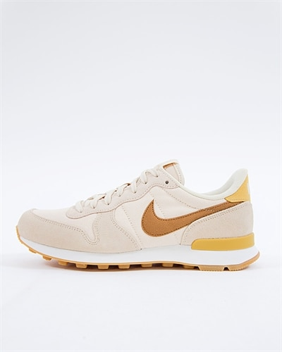 official photos 76176 1049b Nike Wmns Internationalist