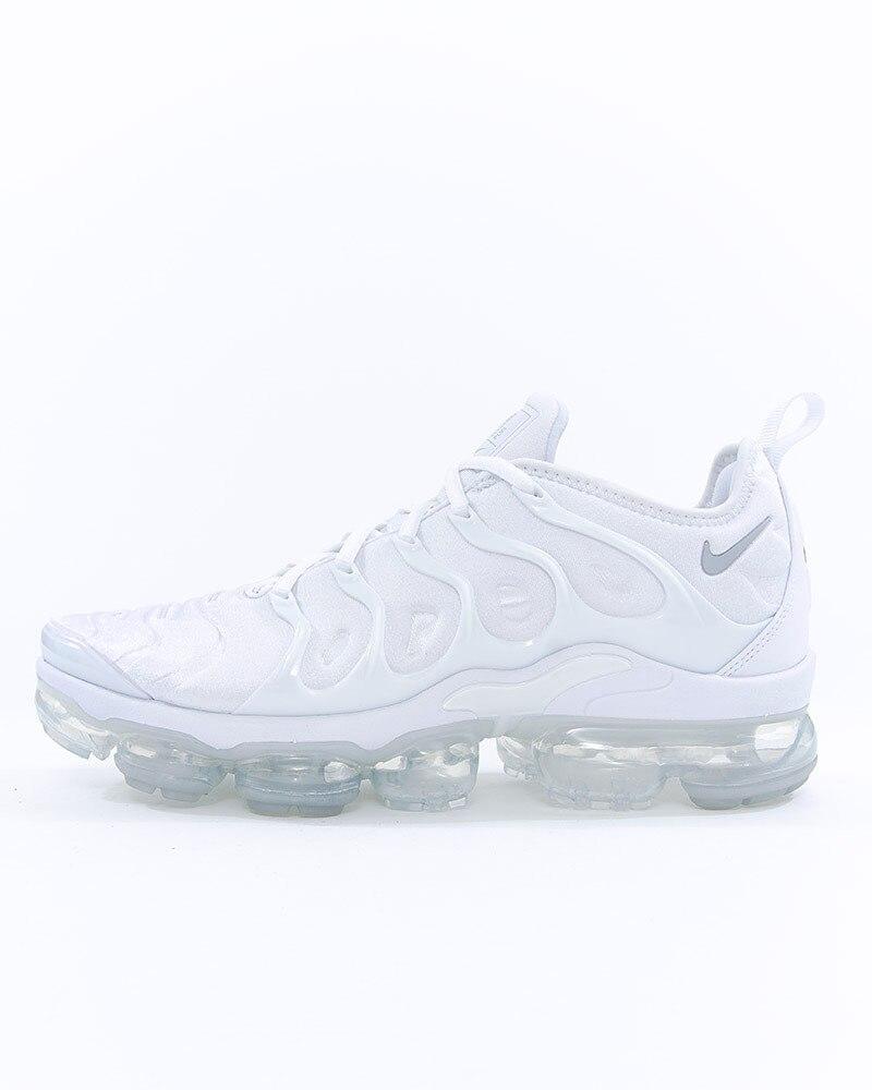 premium selection f70dd b8ece Nike Air Vapormax Plus   924453-100   White   Sneakers   Skor   Footish